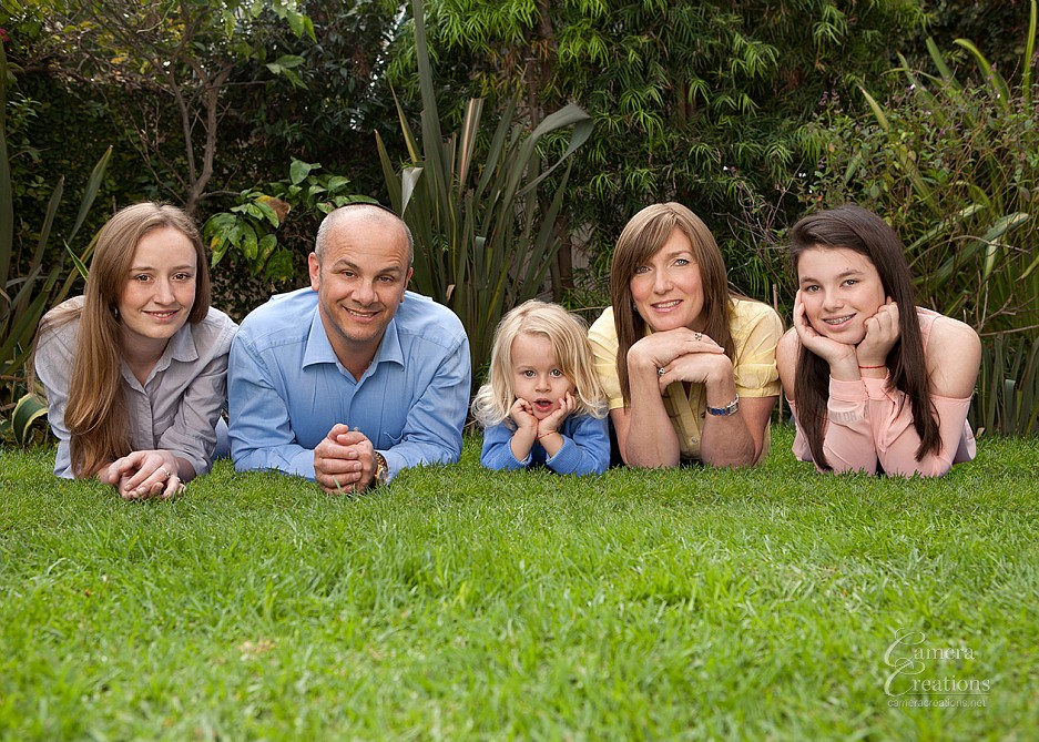 Outdoor family portrait photography session in Beverly HIlls, CA.
